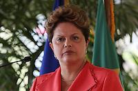 AI43. PUERTO PRÍNCIPE (HAITÍ), 01/02/2012.- La presidenta de Brasil, Dilma Rousseff, habla ante los medios de comunicación hoy, miércoles 1 de febrero de 2012, en el Palacio Nacional en Puerto Príncipe (Haití). Rousseff llegó a este país para una visita de unas horas que dedicará a reunirse con el presidente haitiano, Michel Martelly, y a visitar a las tropas brasileñas que lideran la misión de la ONU en el país caribeño. EFE/Orlando Barría