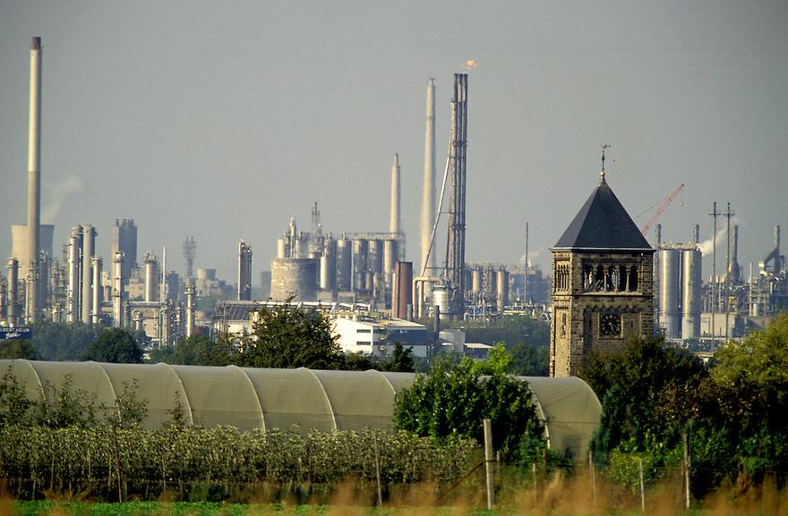 Nederland, Geleen, 1998.DSM fabriek met op de voorgrond  een kerktoren..Foto (c) Michiel Wijnbergh/Hollandse Hoogte