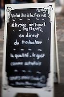 Europe/France/Poitou-Charentes/17/Charente-Maritime/Ile de Ré/La Flotte-en-Ré: le marché -Marché médiéval du XII  ème siècle - enseigne d'un volailler
