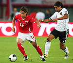 03.06.2011, Ernst Happel Stadion, Wien, AUT, UEFA EURO 2012, Qualifikation, Oesterreich (AUT) vs Deutschland (GER), im Bild Zweikampf zwischen Julian Baumgartlinger, (AUT, #14) und Sami Khedira, (GER, #6)  // during the UEFA Euro 2012 Qualifier Game, Austria vs Germany, at Ernst Happel Stadium, Vienna, 2010-06-03, EXPA Pictures © 2011, PhotoCredit: EXPA/ T. Haumer