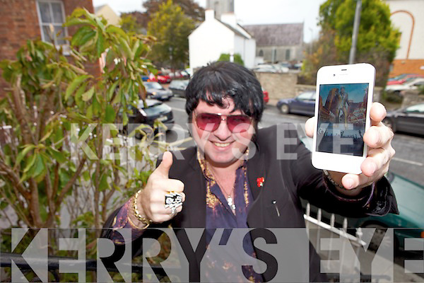 A brand new iPhone app for fans of 'The King' has been launched by Tralee entertainer Mark Leen aka Emerald Elvis.