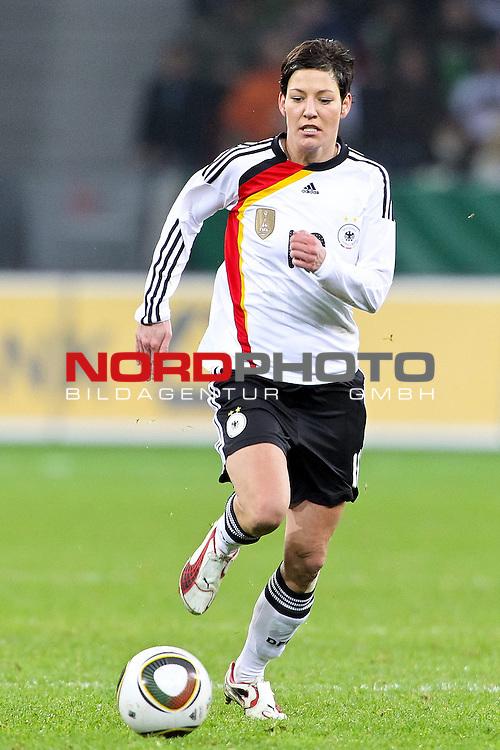 25.11.2010,  BayArena, Leverkusen, GER, FSP, Deutschland (GER) vs Nigeria (NG), Freundschaftsspiel, im Bild: Linda Bresonik (Deutschland #10, Duisburg)  Foto © nph / Mueller