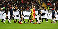 Einlaufkinder der TSG Worfelden begleiten die Profis von Eintracht Frankfurt auf das Feld - 09.12.2017: Eintracht Frankfurt vs. FC Bayern München, Commerzbank Arena