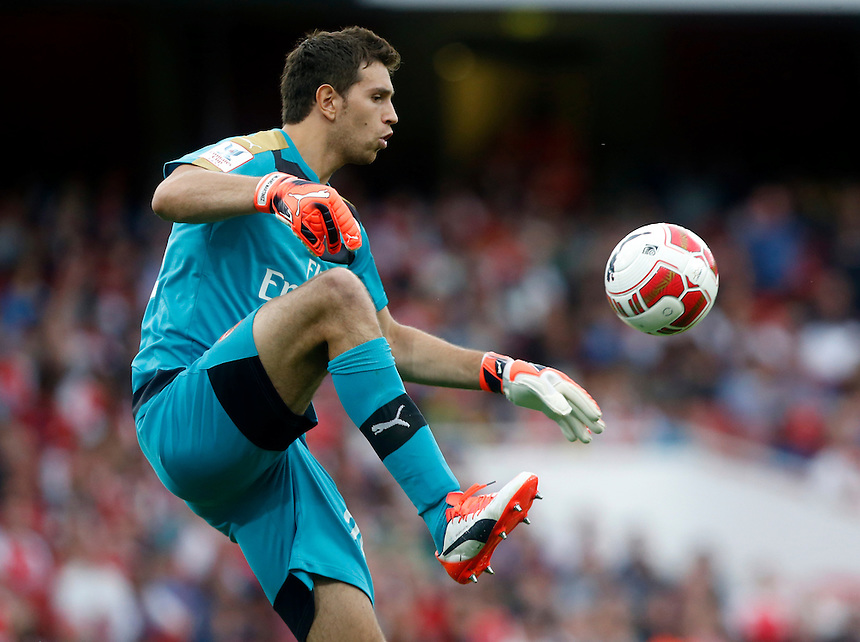 Arsenal's Damian Martinez<br /> <br /> Photographer Kieran Galvin/CameraSport<br /> <br /> Football - Emirates Cup - Arsenal v Olympique Lyonnais - Saturday 25th July 2015 - Emirates Stadium - London <br /> <br /> &copy; CameraSport - 43 Linden Ave. Countesthorpe. Leicester. England. LE8 5PG - Tel: +44 (0) 116 277 4147 - admin@camerasport.com - www.camerasport.com