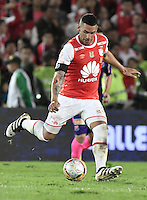 BOGOTÁ -COLOMBIA, 03-12-2016. Yeison Gordillo jugador de Santa Fe en acción durante el encuentro de vuelta entre Independiente Santa Fe y Independiente Medellín por los cuartos de final de la Liga Aguila II 2016 jugado en el estadio Nemesio Camacho El Campin de la ciudad de Bogota.  / Yeison Gordillo player of Santa Fe in action during the second legmatch between Independiente Santa Fe and Independiente Medellin for the final quarters of the Liga Aguila II 2016 played at the Nemesio Camacho El Campin Stadium in Bogota city. Photo: VizzorImage/ Gabriel Aponte / Staff