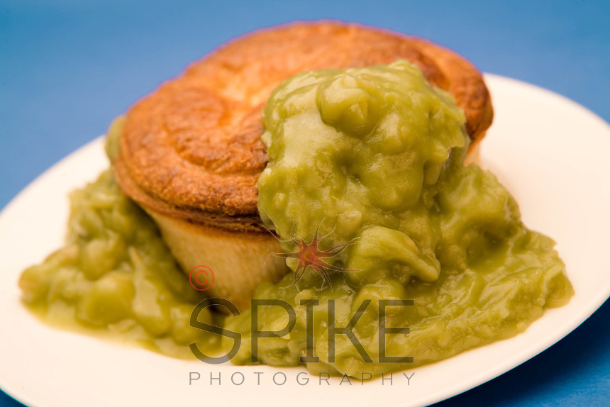 Looks tasty eh? Delicacy of the Midlands and the North of England, Pie and Mushy peas really hits the spot when you're hungry. Even better with a pint!