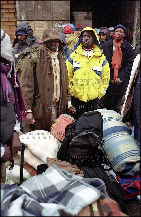 Milano, sgombero casa occupata da immigrati in via Lecco. <br /> Milan, squat house clearing out by migrants in via Lecco.