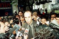 O del da Pol&iacute;cia federal Luiz fernando Ayres Machado chega a sede do jornal O Di&aacute;rio do Par&aacute; de propiedade do senador J&aacute;der Barbalho ,presidente do senado, para ouvir seu depoimento. Em caso que est&aacute; investigando sobre fraudes po  emiss&otilde;es de Tdas.<br />Bel&eacute;m, Par&aacute;, Brasil<br />10/07/2001<br />Foto Paulo Santos/Interfoto