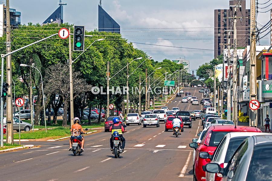 Transito de veiculos na Avenida Brasil em Cascavel. Parana. 2015. Foto de Alf Ribeiro.