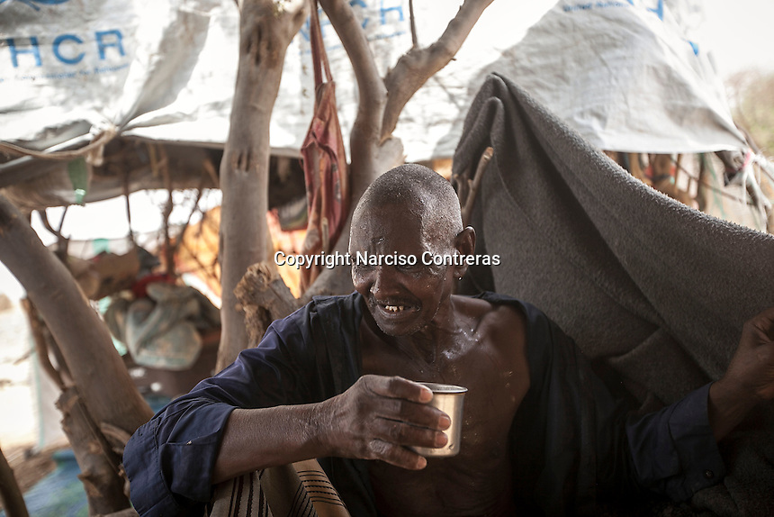 Tuesday 07 July, 2015: A displaced mental illness from the heavy fighting in Haradh bordertown is seen in a temporary settlement at the outskirts of Beni Hassan in Hajjah province, Northwest of Yemen. (Photo/Narciso Contreras)