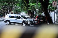 SAO PAULO, SP, 14 DEZEMBRO 2012 - ACIDENTE TRANSITO - AUTO X AUTO -  Um carro bateu em outro que estava estacionado na Rua Haddock Lobo com Rua Alameda Franca no Jardim Paulista, o condutor do veiculo apresentava sinais de embreagues o mesmo foi encaminhado ao 78DP. ADRIANO LIMA / BRAZIL PHOTO PRESS).