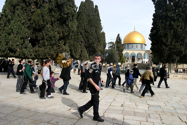 Israeli police and Jewish settlers entered the Al-Aqsa mosque compound in Jerusalem's Old City on February 23, 2012.A Palestinian resident of Jerusalem's Old City who was at the site during the incident, told that a group of Jewish settlers entered the compound. Among them, Palestinians identified religious Jews and began hurling stones at police. Photo by Mahfouz Abu Turk