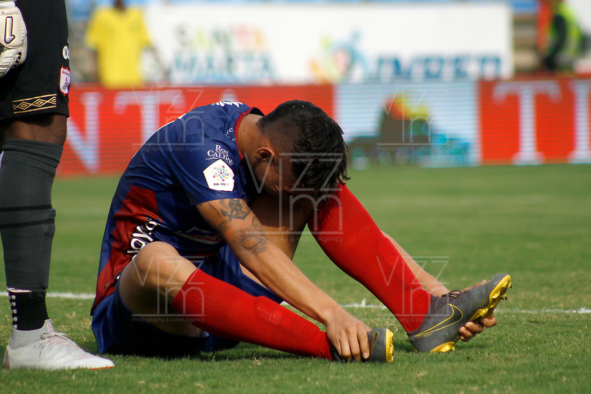 SANTA MARTA - COLOMBIA, 18-05-2019: Ricardo Marquez de Unión reacciona tras un choque con otro jugdor durante el partido por la fecha 3, cuadrangulares semifinales, de la Liga Águila I 2019 entre Unión Magdalena y América de Cali jugado en el estadio Sierra Nevada de la ciudad de Santa Marta. / Ricardo Marquez of Union reacts after hits with another player during match for the date 3 of the semifinal quadrangular as part Aguila League I 2019 between Union Magdalena and America de Cali played at Sierra Nevada stadium in Santa Marta city. Photo: VizzorImage / Gustavo Pacheco / Cont