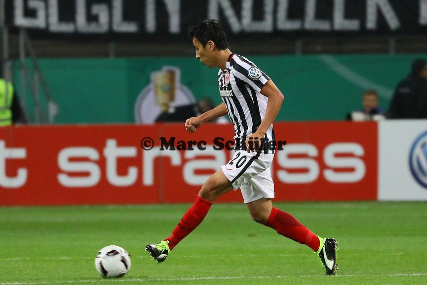 Makoto Hasebe (Eintracht Frankfurt) - 25.10.2016: Eintracht Frankfurt vs. FC Ingolstadt 04, 2. Hauptrunde DFB-Pokal, Commerzbank Arena