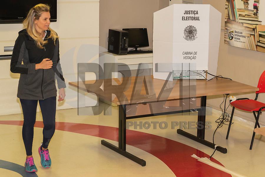SÃO PAULO, SP, 07.10.2018 - ELEIÇÕES-2018 - Movimentação na Seção Eleitoral em que Fernando Haddad vota, no colégio Brazilian International School, neste domingo, 07, no bairro de Indianópolis em São Paulo. (Foto: Anderson Lira/Brazil Photo Press)
