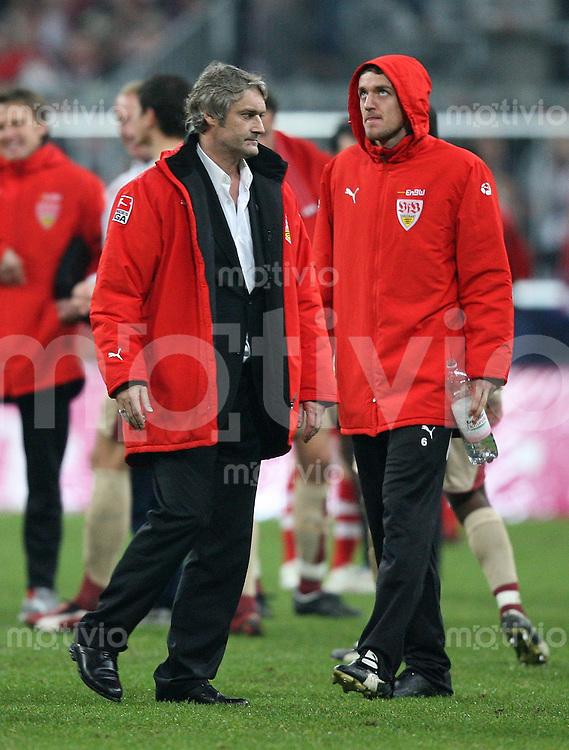 Fussball Bundesliga 13. Bundesliga  FC Bayern Muenchen 2-1 VfB Stuttgart VfB Trainer Armin Veh (li) und Christian Gentner