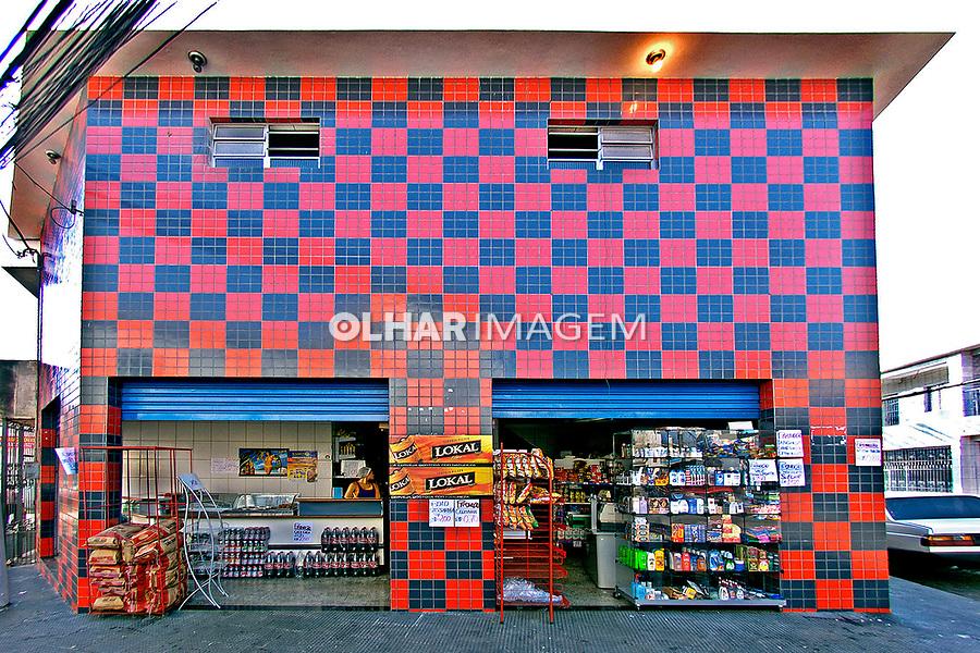 Minimercado em Heliópolis, São Paulo. 2004. Foto de Juca Martins.