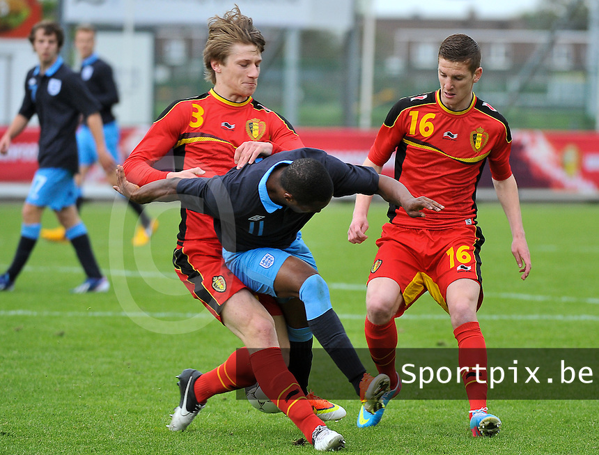 Belgium U19 - England U19 : Gilles Ruyssen (3) and Gianni De Neve (16) defending on Callum Harriott (11).foto DAVID CATRY / Nikonpro.be