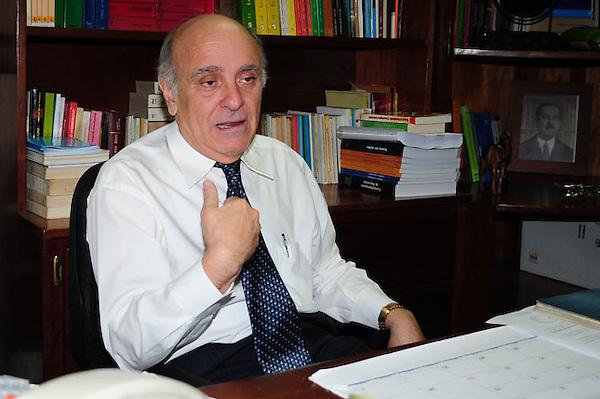 Rogert Espaillat Bencosme, decano de la carrera de derecho de la UNPHU..Foto:Cesar de la Cruz.Fecha:.
