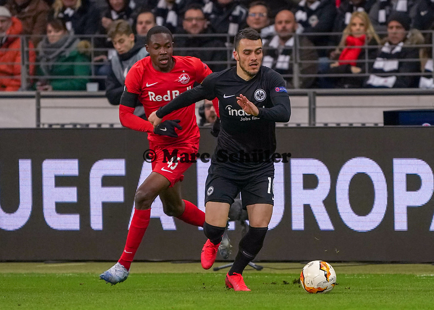 Filip Kostic (Eintracht Frankfurt) gegen Enock Mwepu (RB Salzburg, #45) - 20.02.2020: Eintracht Frankfurt vs. RB Salzburg, UEFA Europa League, Hinspiel Round of 32, Commerzbank Arena DISCLAIMER: DFL regulations prohibit any use of photographs as image sequences and/or quasi-video.