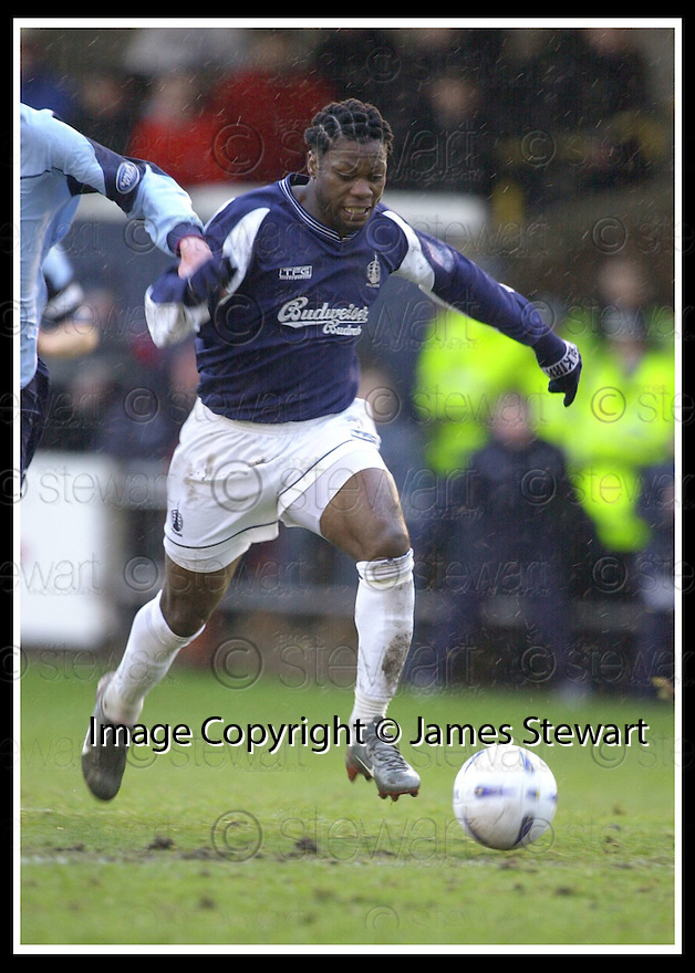 25/1/03       Copyright Pic : James Stewart                  .File Name : stewart-falkirk v hearts 20.COLIN SAMUEL SCORES FALKIRK'S THIRD GOAL......James Stewart Photo Agency, 19 Carronlea Drive, Falkirk. FK2 8DN      Vat Reg No. 607 6932 25.Office : +44 (0)1324 570906     .Mobile : + 44 (0)7721 416997.Fax     :  +44 (0)1324 570906.E-mail : jim@jspa.co.uk.If you require further information then contact Jim Stewart on any of the numbers above.........