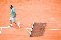 28-5-08, France,Paris, Tennis, Roland Garros,  Court maintenance, sweeping the clay