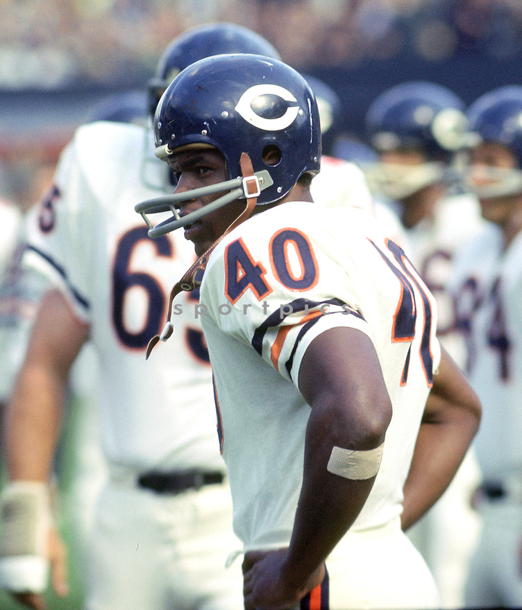 Chicago Bears Gale Sayers (40) sideline portrait during a game from his career with the Chicago Bears. Gale Sayers played for 7 season all with the Chicago Bears, he was a 4-time Pro Bowler and was inducted into the Pro Football Hall of Fame in 1977.(SportPics)