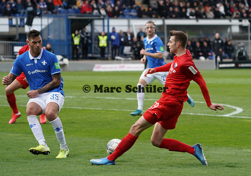 Maxim Leitsch (VfL Bochum) gegen Dario Dumic (SV Darmstadt 98) - 07.03.2020: SV Darmstadt 98 vs. VfL Bochum, Stadion am Boellenfalltor, 2. Bundesliga<br /> <br /> DISCLAIMER: <br /> DFL regulations prohibit any use of photographs as image sequences and/or quasi-video.