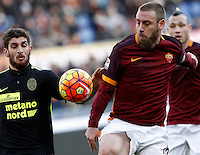 Calcio, Serie A: Roma vs Hellas Verona. Roma, stadio Olimpico, 17 gennaio 2016.<br /> Roma's Daniele De Rossi, right is challenged by Hellas Verona's Matteo Bianchetti during the Italian Serie A football match between Roma and Hellas Verona at Rome's Olympic stadium, 17 January 2016.<br /> UPDATE IMAGES PRESS/Isabella Bonotto