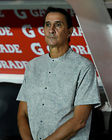 CALI - COLOMBIA, 25-07-2019: Alexandre Guimaraes técnico del América gesticula durante partido por la fecha 3 de la Liga Águila II 2019 entre América de Cali y Patriotas Boyacá jugado en el estadio Pascual Guerrero de la ciudad de Cali. / Alexandre Guimaraes coach of America de Cali gestures during match for the date 3 as part of Aguila League II 2019 between America de Cali and Patriotas Boyaca played at Pascual Guerrero stadium in Cali. Photo: VizzorImage / Nelson Rios / Cont