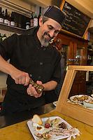 Italie, Vénétie, Venise:  Bar à cicchetti: Osteria da Codroma, Sestiere dorsoduro, fondamenta briati  - Nicolas le chef et patron // Italy, Veneto, Venice: