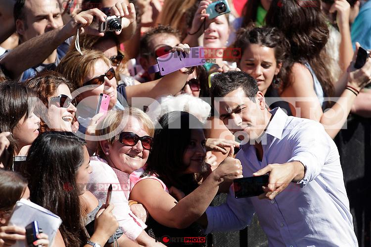 "Actor Mario Casas signs autographs and posses during the presentation of ""Las brujas de Zugarramurdi"" in the 61 San Sebastian Film Festival, in San Sebastian, Spain. September 22, 2013. (ALTERPHOTOS/Victor Blanco) /NortePhoto"