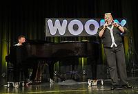 Woody Feldmann beim Auftritt in der Stadthalle Gernsheim  mit Ralf Baitinger am Klavier - Gernsheim 05.11.2019: Woody Feldmann und Ralf Baitinger in der Stadthalle Gernsheim