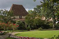 Europe/France/Aquitaine/40/Landes/ Chalosse/ Gaujacq: le Château détail du jardin intérieur  et de sa galerie