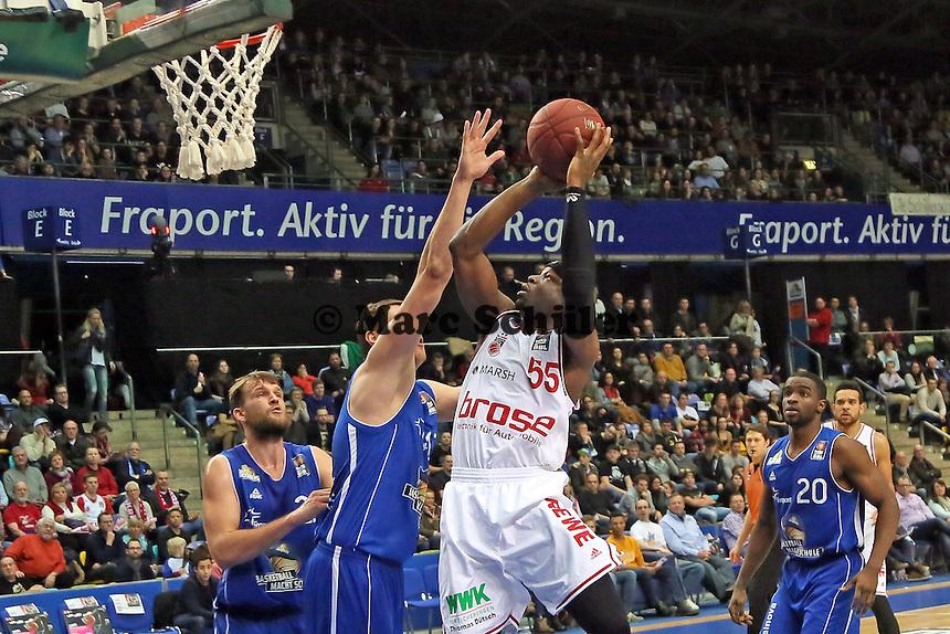 Dawan Robinson (Bamberg) gegen Johannes Voigtmann (Skyliners) - Fraport Skyliners vs. Brose Baskets Bamberg, Fraport Arena Frankfurt