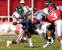 Florida International University Golden Panthers versus the University of Arkansas Razorbacks at Donald W. Reynolds Razorback Stadium, Fayetteville, Arkansas on Saturday, October 27, 2007.  The Razorbacks defeated the Golden Panthers, 58-10...FIU junior running back Julian Reams (32) (Miami, Fla.) finds daylight in the second quarter.