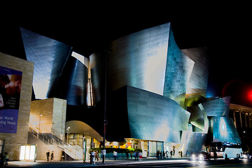 DISNEY HALL IN LOS ANGELES AT NIGHT