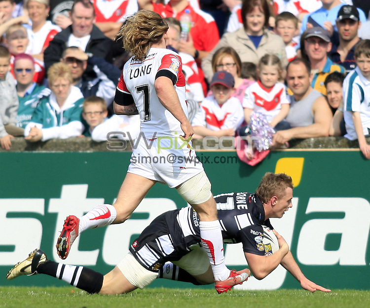 Pix: Chris Mangnall/SWpix.com, Rugby League, Super League. 13/04/09 St Helens Saints v Hull FC....picture copyright>>Simon Wilkinson>>07811267 706>>....Hull's Richard Horne  runs 60m for Try