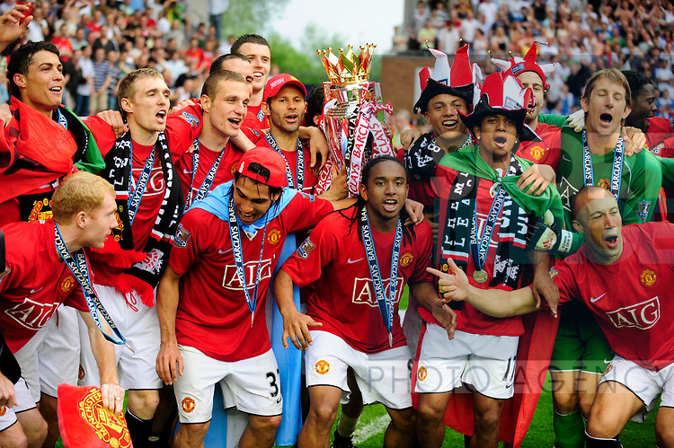 Manchester United celebrate winning the Premier League trophy during the Premier League match at The JJB Stadium, Wigan. Picture date 11th May 2008. Picture credit should read: Simon Bellis/Sportimage