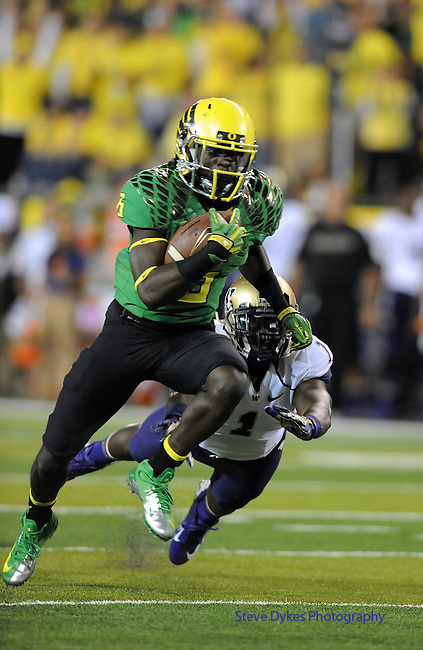 EUGENE, OR - OCTOBER 6: Running back De'Anthony Thomas (6) of the Oregon Ducks heads to the end zone and a touchdown during the first quarter of the game against the Washington Huskies on October 6, 2012 at Autzen Stadium in Eugene, Oregon. (Photo by Steve Dykes/Getty Images) *** Local Caption *** De'Anthony Thomas