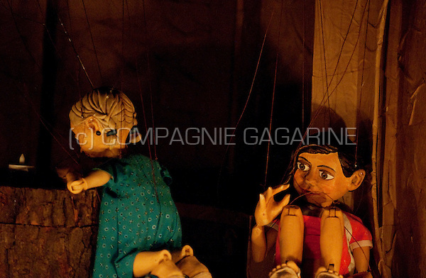 Puppet theatre company Draad playing Een Bed Op Straat at the national Landjuweel festival in Ghent (Belgium, 07/11/2009)