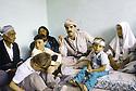 Irak 1991.Nechirvan Barzani reçu chez une famille à Dohok.Iraq 1991.Nechirvan Barzani visiting a family in Dohok