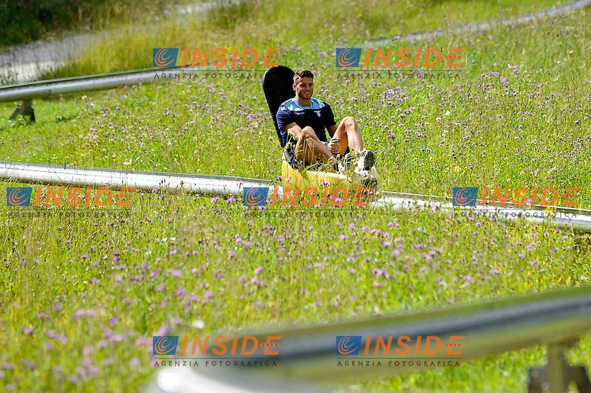 Wesley Hoedt plays with a fun bob <br /> 21-07-2016 Auronzo di Cadore ( Belluno )<br /> Ritiro estivo S.S. Lazio ad Auronzo di Cadore in preparazione per la stagione 2016-2017<br /> SS Lazio pre season training camp <br /> @ Marco Rosi / Fotonotizia / Insidefoto