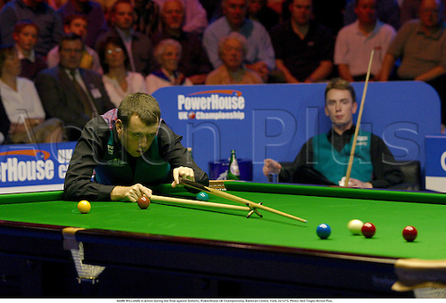 MARK WILLIAMS in action during the final against Doherty, PowerHouse UK Championship, Barbican Centre, York, 021215. Photo: Neil Tingle/Action Plus....2002.snooker.