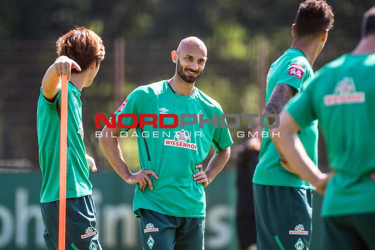24.06.2020, wohninvest Weserstadion Trainingsplatz, Bremen, GER, 1. FBL, Training SV Werder Bremen, <br /><br />im Bild<br />Ömer / Oehme Toprak (Werder Bremen #21) lacht, lachend, laechelnd, gut gelaunt, grinst, grinsend.<br /><br />Foto © nordphoto / Paetzel