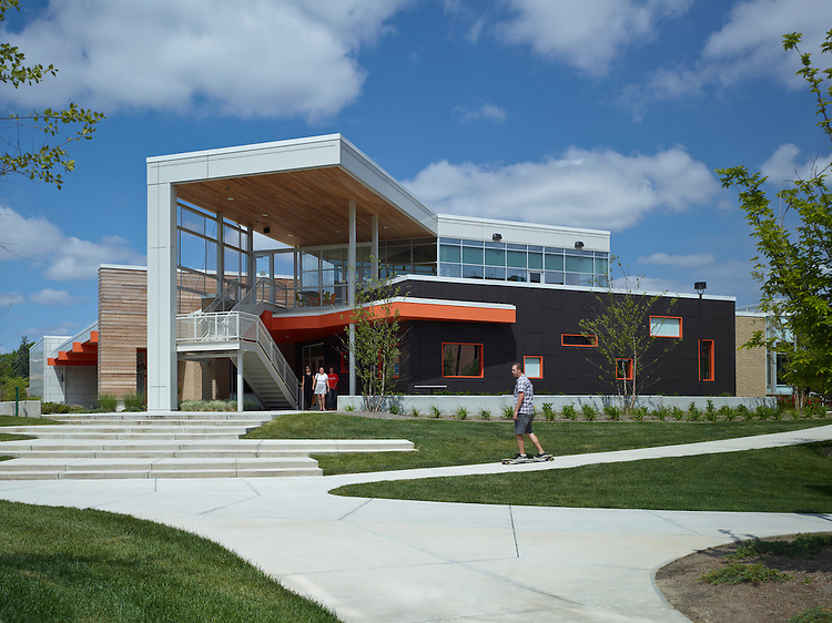 Dormitories and Carillon Place Dining Hall at Bowling Green State University | Design Group