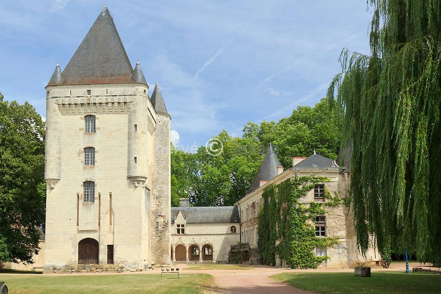 France, Indre (36), Argy, château d'Argy, le donjon et les galeries renaissance // France, Indre, Argy, castle of Argy, the Renaissance Long Gallery and the keep