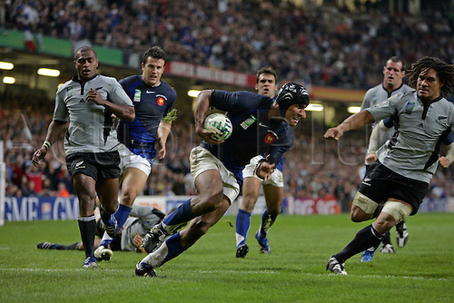 6 October 2007: French flanker Thierry Dusautoir scores his try during the IRB Rugby World Cup quarter-final game between France and New Zealand played at The Millennium Stadium, Cardiff. France won the game 20-18. Photo: Neil Tingle/Actionplus....071006 rugby union player joy celebration tries