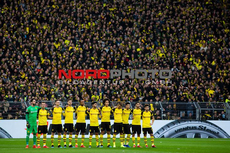 09.02.2019, Signal Iduna Park, Dortmund, GER, 1.FBL, Borussia Dortmund vs TSG 1899 Hoffenheim, DFL REGULATIONS PROHIBIT ANY USE OF PHOTOGRAPHS AS IMAGE SEQUENCES AND/OR QUASI-VIDEO<br /> <br /> im Bild | picture shows:<br /> Vor dem Anpfiff findet eine Schweigeminute zu Ehren des verstorbenen Rudi Assauer statt,  <br /> <br /> Foto &copy; nordphoto / Rauch