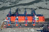 Containerschiff der Reederei Hamburg Sued am Burchardkai: EUROPA, DEUTSCHLAND, HAMBURG, (EUROPE, GERMANY), 14.01.2012 Der HHLA Container Terminal Burchardkai ist die groesste und aelteste Anlage für den Containerumschlag im Hamburger Hafen. Hier, wo 1968 die ersten Stahlboxen abgefertigt wurden, wird heute etwa jeder dritte Container des Hamburger Hafens umgeschlagen. 25 Containerbruecken arbeiten an den Tausenden Schiffen, die hier jaehrlich festmachen, und taeglich werden mehrere Hundert Eisenbahnwaggons be- und entladen. Mit dem laufenden Aus- und Modernisierungsprogramm wird die Kapazität des Terminals in den kommenden Jahren schrittweise ausgebaut.Am nordwestlichsten Punkt liegt ein Containerschif der Reederei Hamburg Sued